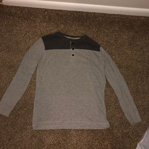Old navy long sleeved tee black/gray button up